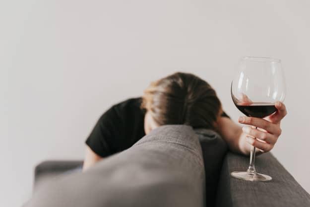ดื่มไวน์แดง