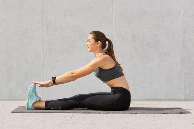 ผู้หญิงยืดเส้น ออกกำลังกาย