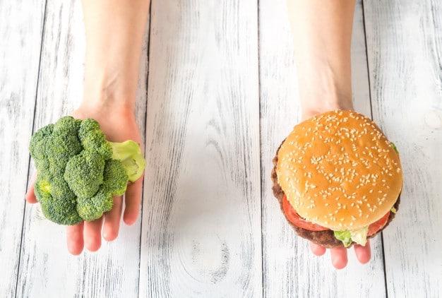 อาหารคลีน vs อาหารขยะ